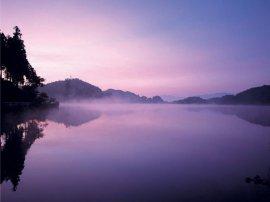 朝靄の玉虫沼:写真