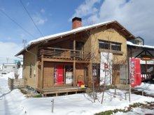 青空と暖炉のあるスマートハウス。:画像