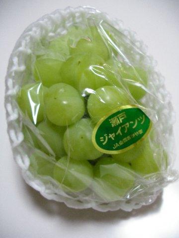 黄緑色で甘く、糖度も約18度になります。:画像