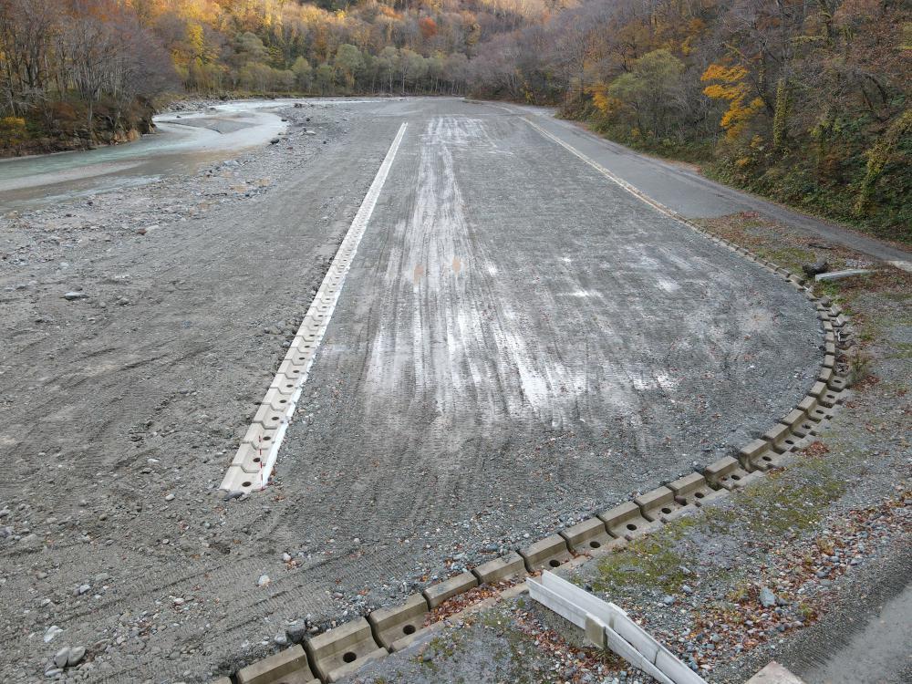 立谷沢川流域潜岩第2砂防堰堤工事用道路ほか工事:画像