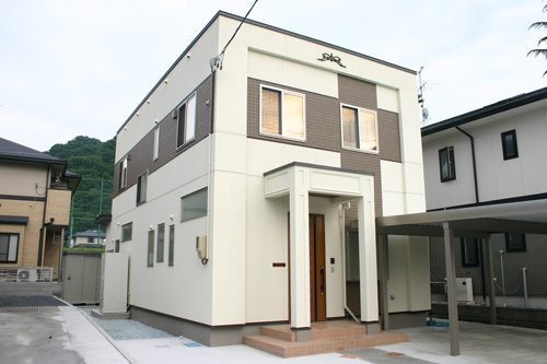 大きな十字架が家一周を包み込むモダンデザイン / 山形市S様邸:画像