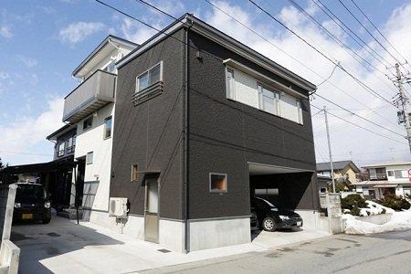 ビルトイン車庫&2Fリビング×中間収納とロフトの家 / 天童市H様邸:画像
