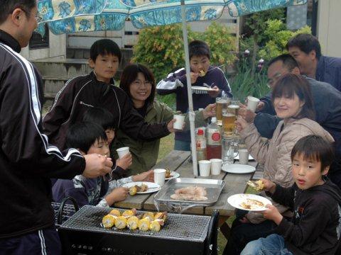 家族で屋外パーティー!:画像