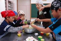 やってみよう!ハロウィンのお菓子づくりとボランティア体験!:画像