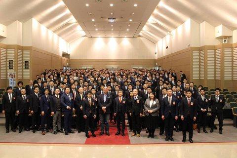 2/10(土) スノーピーク山井社長と記念写真:画像