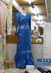 【長井紬のイブニングドレスを展示しています】:画像
