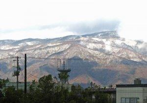 【西山がうっすらと雪化粧しました】:画像