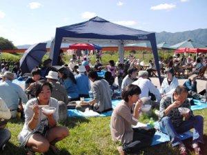 【1000人いも煮会、ワイワイ賑わいました♪】:画像