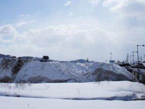 【排雪場が雪山に・・・】:画像