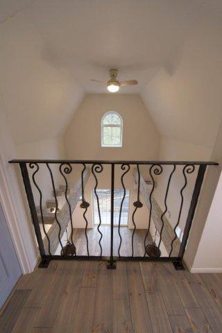 吹き抜けを2階から望む:画像