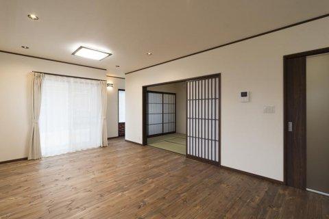 和室、広縁ともつながるLDK:画像