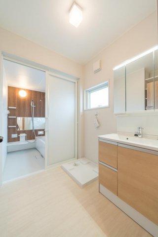 洗面脱衣室と浴室:画像