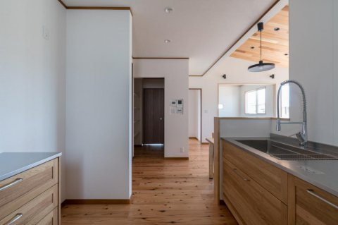 キッチンはこだわりのグースネック水栓:画像