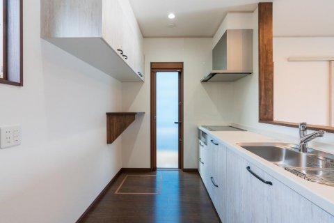 キッチン ペイントウッド柄のキッチンを採用:画像