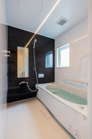 浴室 照明が癒しのひと時を演出:画像