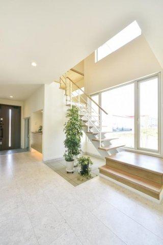 ストリップ階段・ライトコート:画像