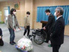 長井小学校「車椅子・ペットボトルのキャップ贈呈式」:画像