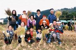 H27ファミリー部門優秀賞「四家族収穫の喜び」橋本宮子様:画像
