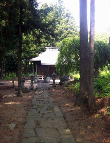 本堂に向かう石畳の参道:画像