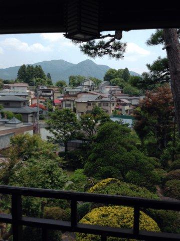 日本庭園越しに三吉山を望みます:画像