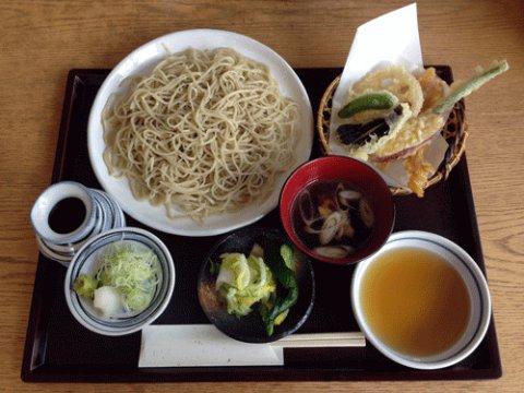 天ぷらと鴨汁などがついたセット:画像