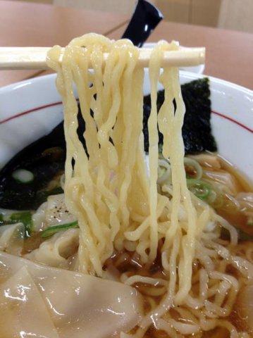 ふわっもちっのワンタンと中太麺:画像