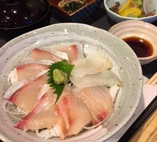 おすすめ鮮魚丼