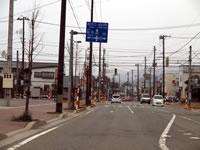 朝日町はまっすぐと標識に。