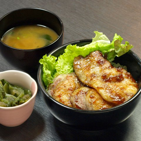 豚丼 700円:画像
