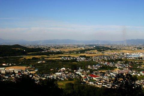 「人繊工業発祥之地」碑がある御成山からの展望:画像