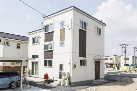土間リビングのある2.5階建ての家:画像