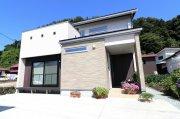 開放的な勾配天井リビングのセミ2世帯住宅:画像