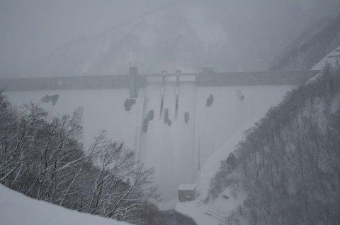 冬景色の長井ダム:画像