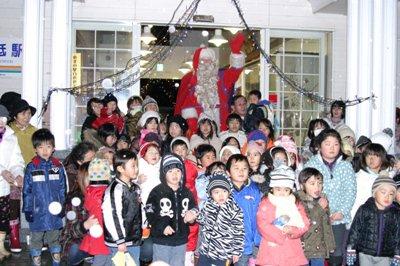 【クリスマスサンタクロース列車が走りました】:画像