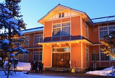 【長井小学校第一校舎をライトアップ♪】:画像