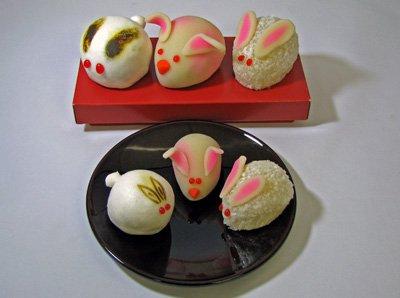 【兎の干支和菓子〜物産館の初売でプレゼントします】:画像