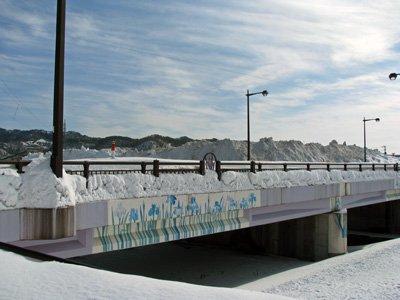 【野川橋の向こうに見える雪山は…】:画像