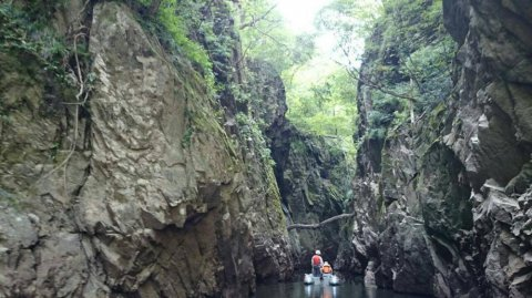 【三淵渓谷をゴムボートで通り抜けよう】:画像