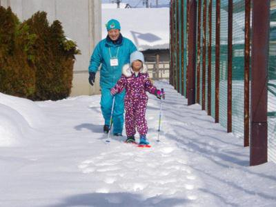 【雪国の雪遊び】:画像