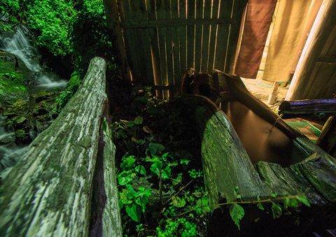 夜の根っ子風呂は、こんな感じです。:画像
