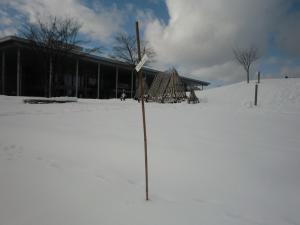 【雪灯篭まつりレポート】目印棒をたてました:画像