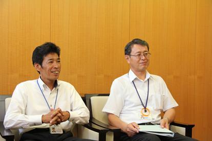 お話を伺った総務課課長の堀明彦さん(左)、主任調査役の佐藤元俊さん(右)