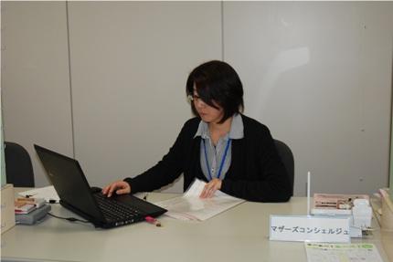 お仕事中の須摩さん