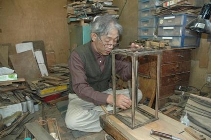 注文のあった厨子を製作中H26-2.yosidasann-sagyoutyuu.jpg