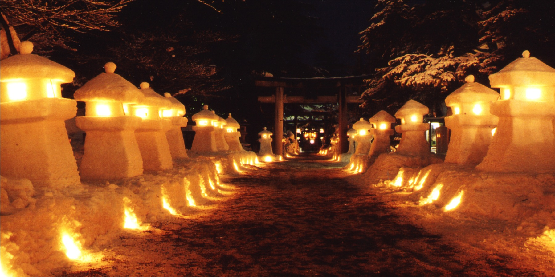 Garden lantern made of snow Festival