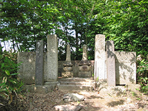 野手倉墓所