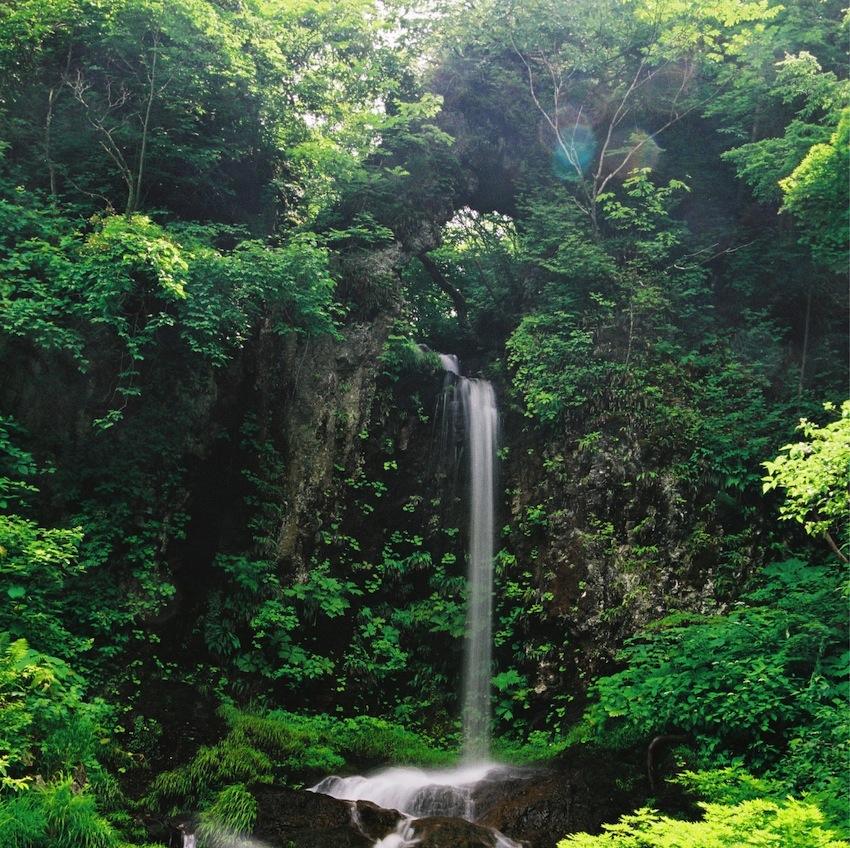「くぐり滝」(南陽市)