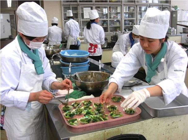 山辺高等学校食物科と連携した配食サービス1