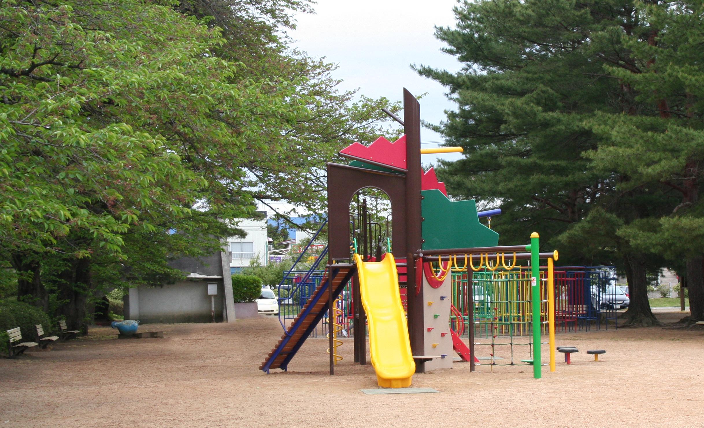 園内の遊具広場